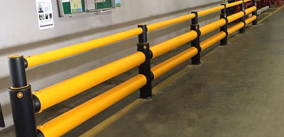 iFlex Double Traffic+ flexible polymer with pedestrian safety Guardrail at warehouse