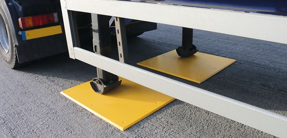 Trailer plate landing leg support ground protection in service yard